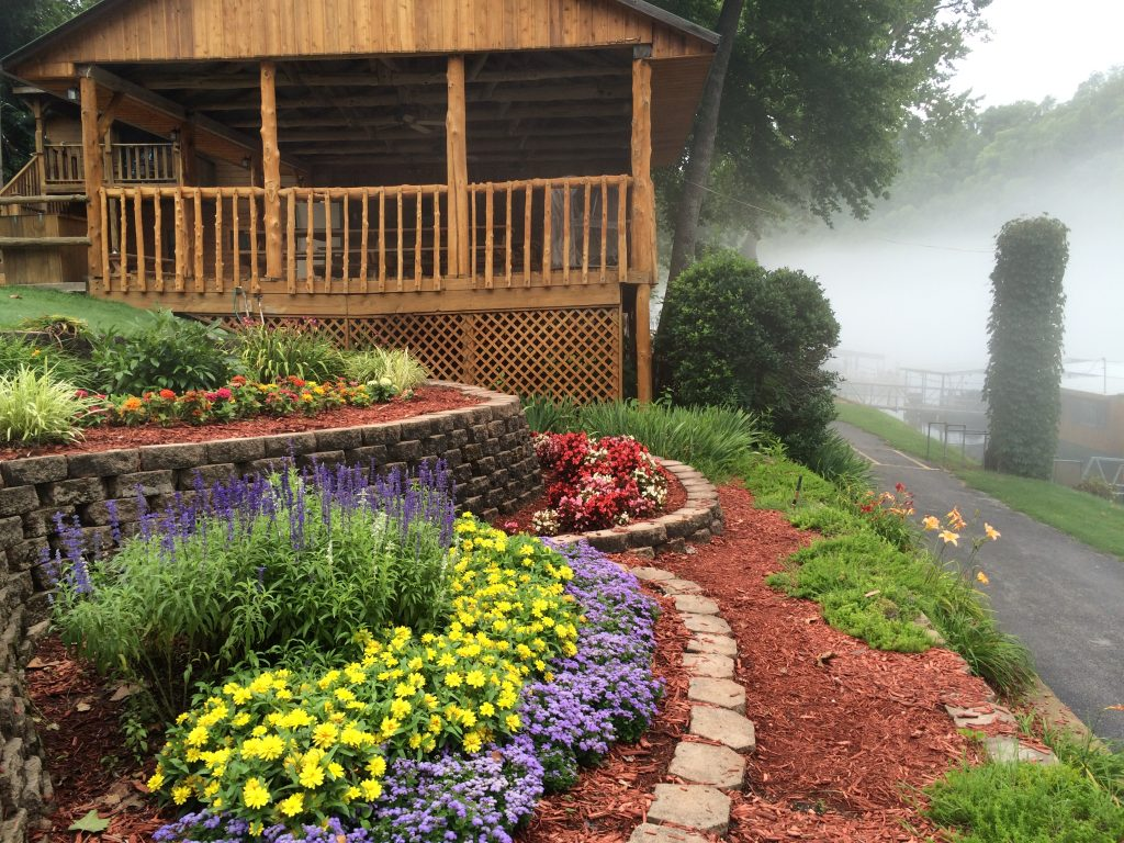 taneycomo fishing resort landscaping